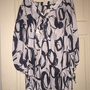 Black/white 3/4 sleeve Blouse!